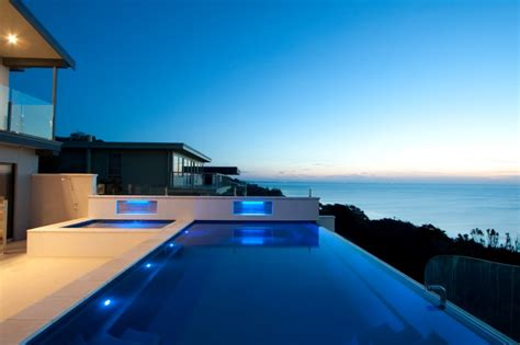 Building Fibreglass Infinity Pools in South NSW and North VIC