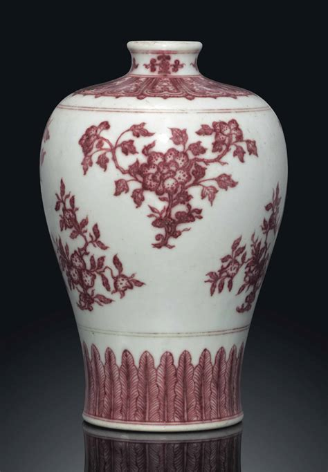 A COPPER-RED-DECORATED VASE, MEIPING , QIANLONG SIX
